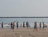 فيديو.. غرق 3 أشخاص بعد تسللهم للسباحة بشاطئ رأس البر