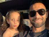 مطقمين مع بعض.. السولية في جلسة تصويرية مع ابنته ليلى.. ويعلق: كل شيء بالنسبالي