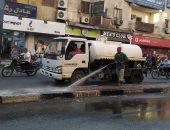 رئيس مدينة الأقصر يتابع حملة النظافة وكنس وغسل الشوارع.. صور