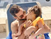 """عمرو السولية و""""ليلى"""".. قصة عشق تتحدى """"فيروس التنمّر"""""""