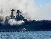 اللحظات الأولى لحريق بسفينة بونهوم ريتشارد بالقاعدة البحرية الأمريكية.. فيديو ووصور