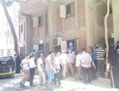 تكدس وتزاحم المواطنين أمام تأمينات صقر قريش بالمخالفة لإجراءات مواجهة كورونا
