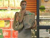 روزي هنتنجتون وايتلي تتسوق في لوس أنجلوس بملابس من تصميم أهم دور الأزياء