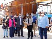 محافظ دمياط تجرى زيارة لإحدى ترسانات تصنيع السفن بمدينة عزبة البرج