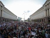الآلاف يحتجون على حكومة بلغاريا ويتشاجرون مع الشرطة