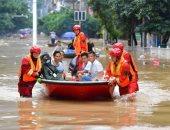 إنقاذ السكان المحاصرين بالفيضانات فى الصين