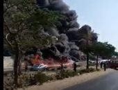فيديوهات ترصد لحظة حريق ماسورة بترول بطريق الإسماعيلية وتظهر شهامة المصريين