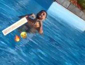 """فيديو.. ساسى يستمتع بالسباحة.. و""""زيزو"""" تحت أشعة الشمس فى معسكر الزمالك"""