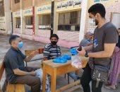 صور.. طلاب القاهرة يتسلمون أدوات الوقاية من كورونا قبل دخولهم لجان الثانوية العامة