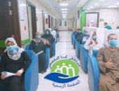 صور.. شفاء 11 حالة جديدة من كورونا وخروجهم من مستشفى إسنا للحجر الصحى