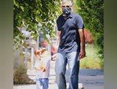 أحدث ظهور للنجم العالمى جورج كلونى مع أبنه أليكساندر فى لوس أنجلوس