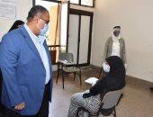 صور.. نائب رئيس جامعة عين شمس يتابع تنفيذ الإجراءات الوقائية بامتحانات كلية التمريض