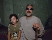 بث مباشر مع الشيال المعجزة.. كفيف يرى بعيون ابنه الصغير لكسب اللقمة الحلال