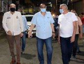 سكرتير محافظة الأقصر يقود حملة نظافة ورفع إشغالات بوسط المدينة