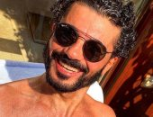 خالد النبوى يستمتع بأجواء الصيف: نوم وعوم وأكل لحد ما التصوير يبدأ