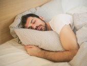 الصحة: النوم من 7 إلى 9 ساعات يقوى جهاز المناعة ويحمى من عدوى كورونا