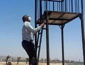 رئيس مدينة طور سيناء يتابع تركيب أبراج الإنقاذ على شاطئ أهل مصر