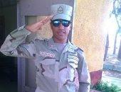 """كلنا الجيش المصرى.. """"محمد"""" يشارك بصورته بالزى العسكرى أثناء فترة التجنيد"""