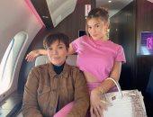 كايلى جينر لوالدتها كريس خلال رحلة جوية فى إطلالة لافتة: الملكة.. صور