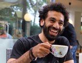 """محمد صلاح يشارك جمهوره نصيحة من كتاب جديد: """"أنت ما تتخيل نفسك أن تكون"""""""