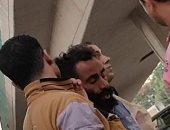 """أول صور للمدرس """"الحى الميت"""" بعد خروجه من النيابة"""
