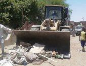 حملة مكبرة لإزالة الإشغالات ومراقبة الأسعار داخل أسواق مدينة أسوان