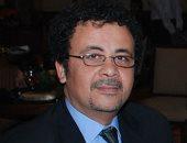 """عمرو عرفة يدعم بن شرقى قبل نهائى أفريقيا: """"دمه أبيض بخطين حمر"""""""