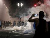 الأمن الفيدرالى يطلق الغاز على المتظاهرين فى بورتلاند الأمريكية.. صور