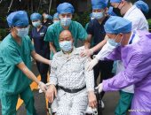 خروج مريض صينى من مستشفى بوهان خضع لعملية زراعة رئتين بسبب إصابته بكوفيد 19