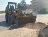 رئيس مدينة سمنود يقود ورشة عمل للنظافة بالشوارع.. صور
