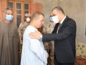محافظ سوهاج يؤدى واجب العزاء لأسر الشهيدين محمد شافع وعبد الرحمن جمال