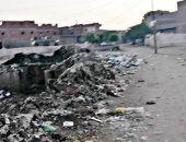 سيبها علينا.. شكوى من انتشار القمامة بقرية أشروبة بالمنيا