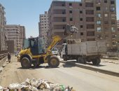استجابة لصحافة المواطن.. هيئة النظافة تزيل القمامة من وصلة الكوبرى بشتيل