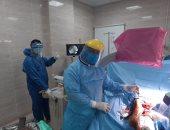 صور.. مستشفى الأقصر العام تجرى عملية جراحية لمصاب بفيروس كورونا