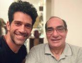 أحمد مجدى فى صورة مع والده المخرج الكبير: أبويا الصديق والسند والظهر