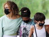 تزامناً مع عيد ميلادها الـ51.. جنيفر لوبيز تقضي وقتها مع أطفالها التوأم في هامبتون