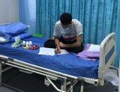 """طالب عراقى مصاب بـ""""كورونا"""" يؤدى الامتحانات على سريره بمستشفى العزل"""