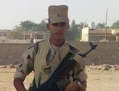"""""""كلنا جيش مصر"""".. """"إسلام"""" يشارك بصورته بالزى العسكرى أثناء الخدمة"""