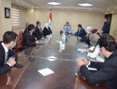أشرف صبحى يكرم الشباب المصريين المشاركين بالمشاورات الشبابية العربية