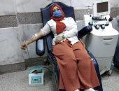 """""""دعاء"""" تتبرع بـ""""بلازما الدم"""" للمرة الثانية بعد تعافيها من كورونا بأسوان.. صور"""