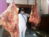 صور.. حملة لضبط اللحوم بأسواق مدينة كوم أمبو المذبوحة خارج المجزر الحكومى