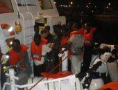 سلطات فرنسا تنقذ 31 مهاجرا حاولوا الوصول للندن عبر المانش من بينهم 3 أطفال