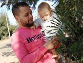 """حكاية صوة.. لحظة رؤية """"إسلام"""" لمولوده لأول مرة بعد غياب عامين للعمل بالخارج"""