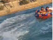 شاهد لحظة سقوط كريم فهمى ومحمد هانى فى المياه برحلة بحرية