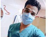 """الجيش الأبيض.. """"خالد"""" ممرض يواجه كورونا فى قسم العزل بمستشفى الوادى الجديد"""