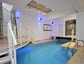 شاهد شقة من طابقين للبيع مقابل 1.2 مليون جنيه إسترلينى.. بها حمام سباحة