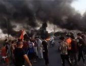 فيديو.. متظاهرون عراقيون يقطعون الطرق احتجاجا على انقطاع الكهرباء