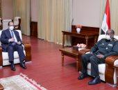 الوزير عباس كامل ينقل رسالة شفهية من الرئيس السيسي لرئيس مجلس السيادة السوداني حول العلاقات الثنائية