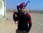 """""""كلنا جيش مصر"""".. """"أحمد """" يشارك بصورته بالزى العسكرى أثناء الخدمة"""