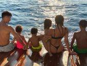 رونالدو وصديقته جورجينا رودريجيز برفقة أطفالهم فى رحلة بحرية.. صور